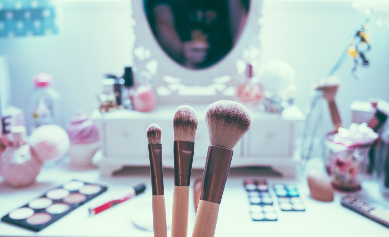 wedding makeup touch up on your wedding day